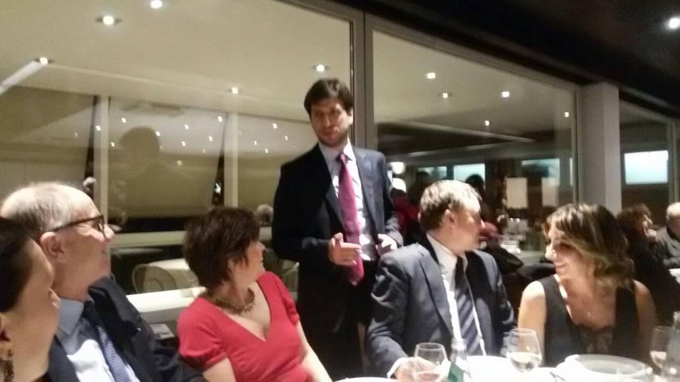 Massimo reboa saluta gli ospiti della serata organizzata dall'avv. Romolo Reboa e dalla rivista Ingiustizia la PAROLA al POPOLO