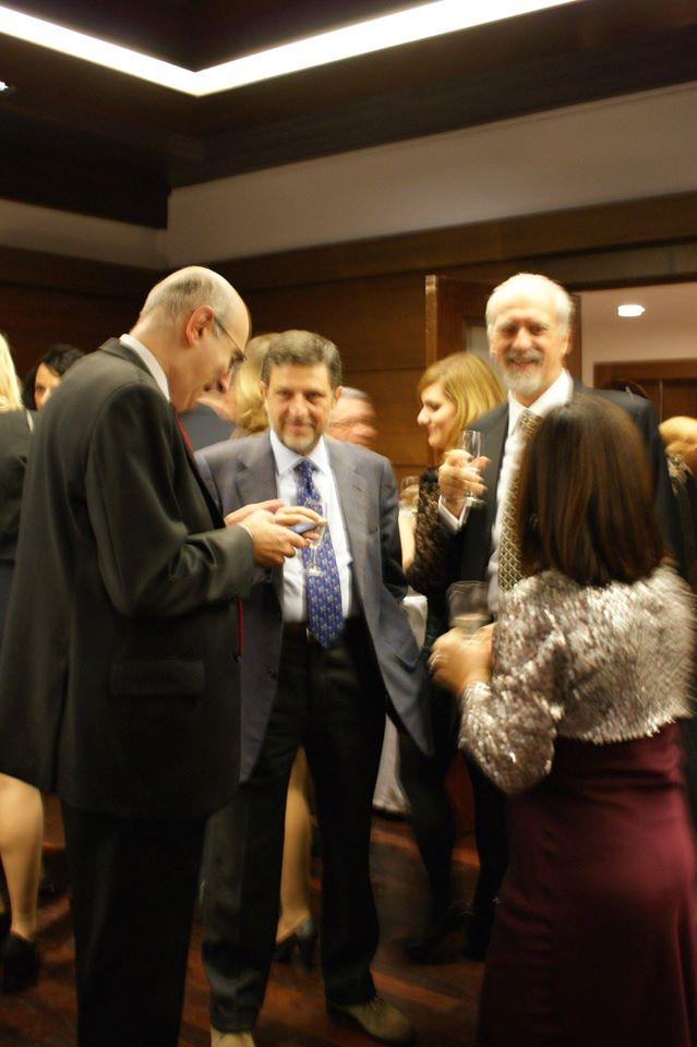 L'avv. Romolo Reboa al brindisi di apertura della serata con l'avv. Giosuè Naso, il Presidente del COA di Roma, avv. Mauro Vaglio e la Dott. Clotilde Spadafora