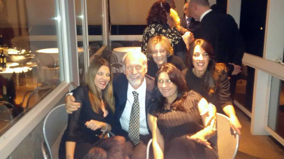 L'avv. Romolo Reboa con l'avv. Roberta Verginelli, Daniela Cecchetti, Daniela Marini e Valeria Marini sulla terrazza del Circolo Canottieri Roma