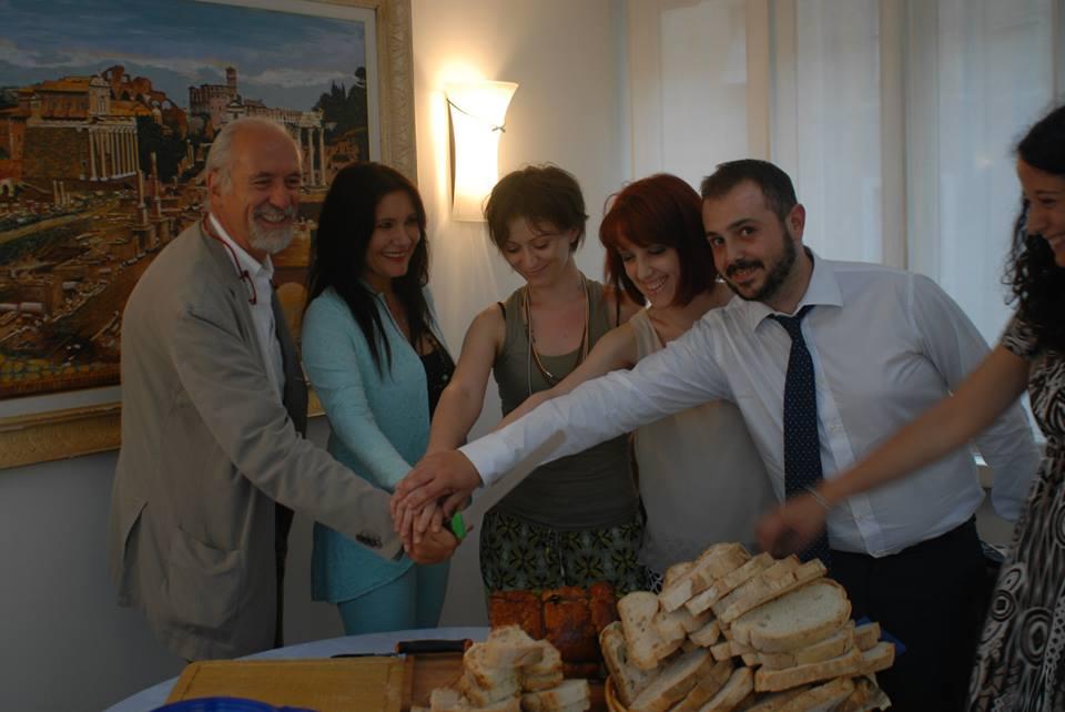 L'avv. Romolo Reboa con lo staff dello studio legale