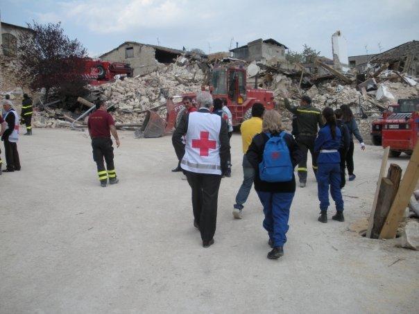 L'avv. Romolo Reboa a L'Aquila subito dopo il terremoto