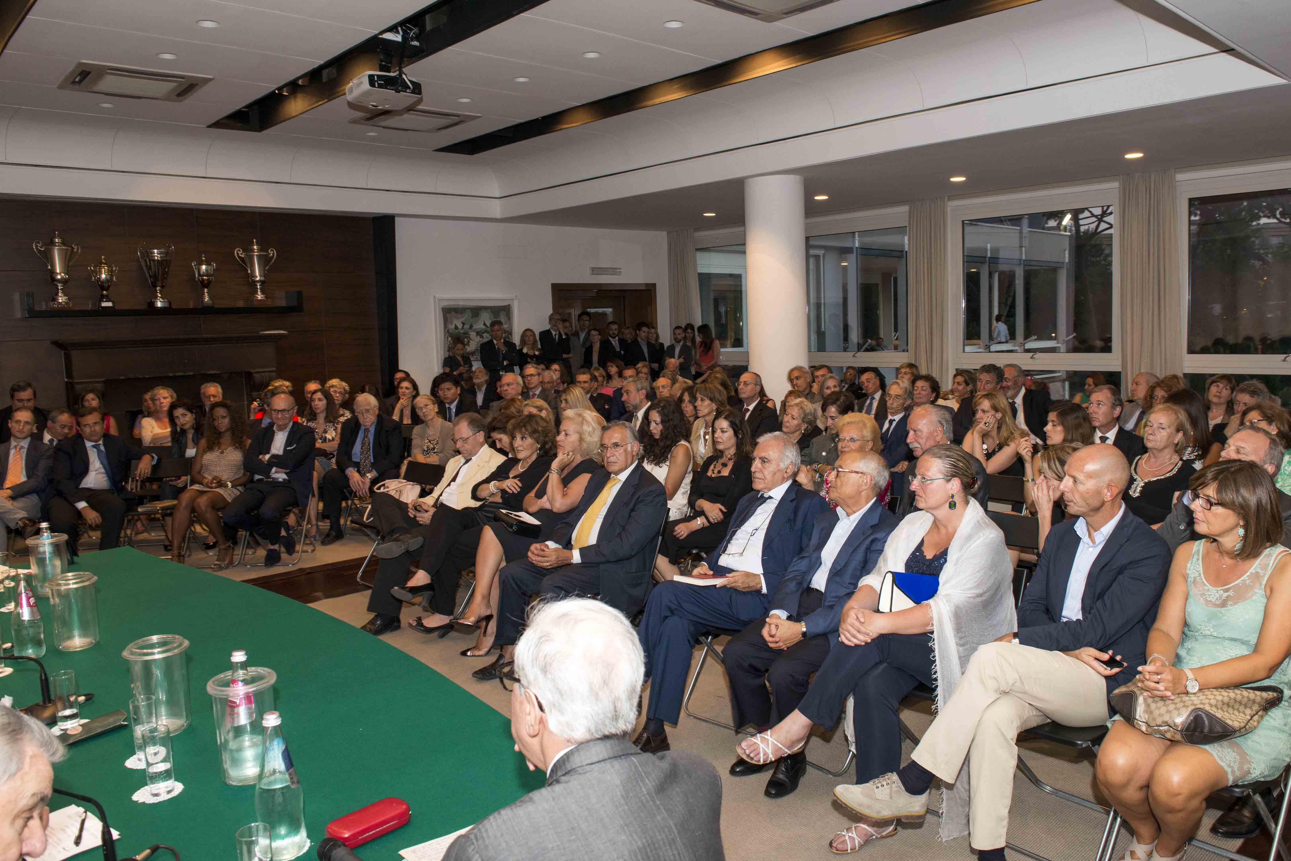 L'avv. Romolo Reboa alla premiazione dei concorrenti finalisti del Premio R.I.P.D.I.C.O.