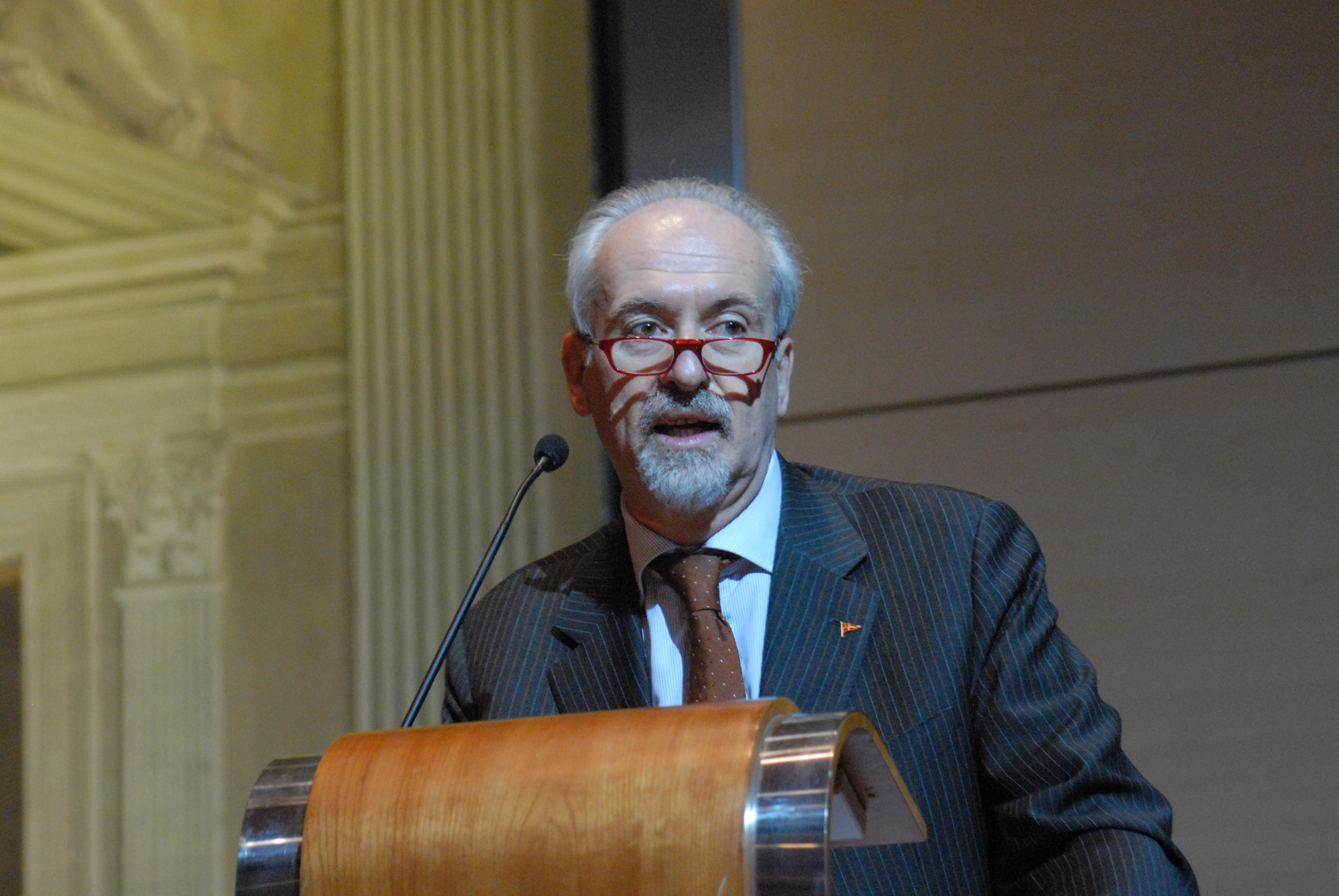 L'avv. Romolo Reboa tiene il discorso per la sua candidatura al Senato della Repubblica