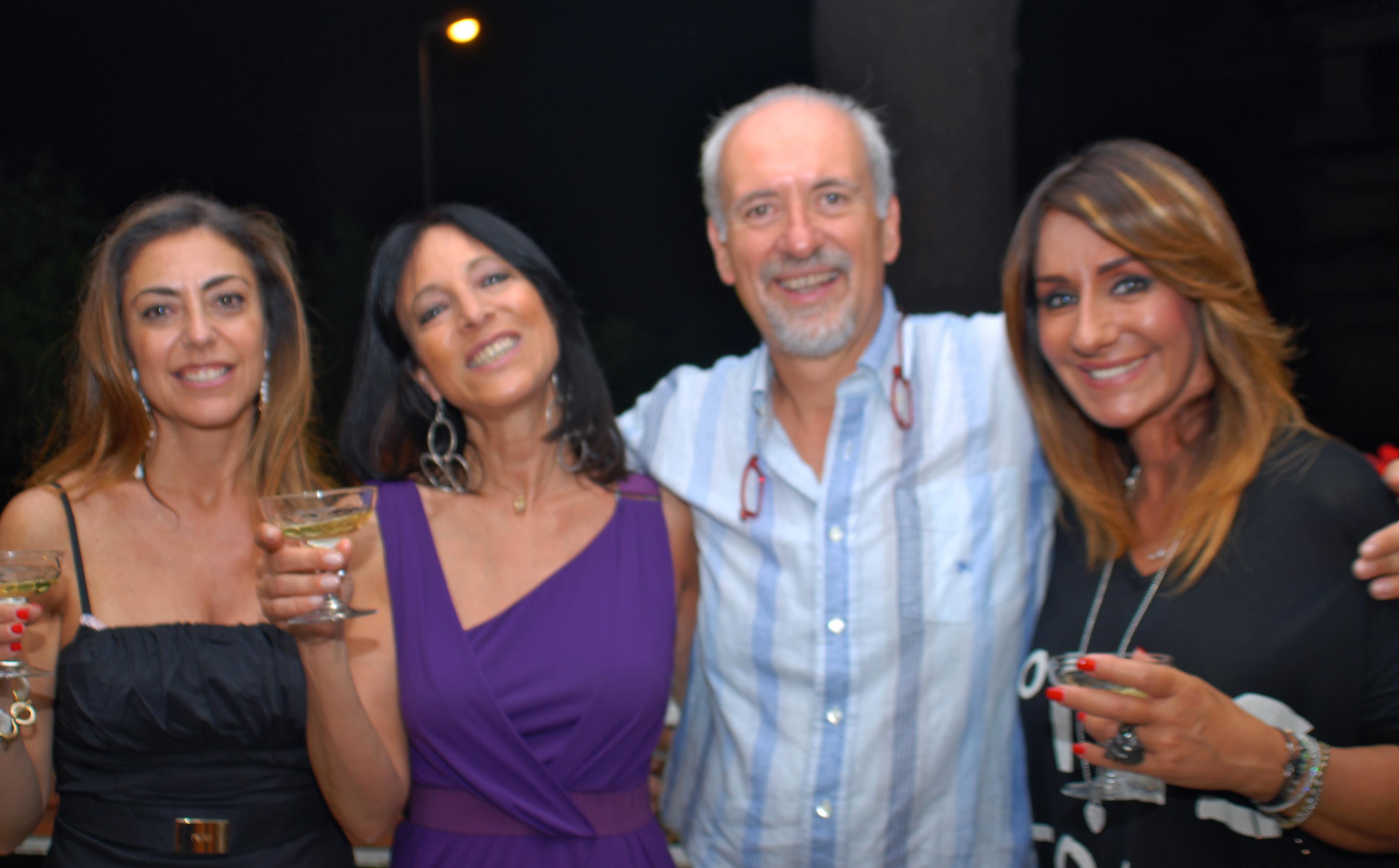 L'avv. Romolo Reboa insieme ad alcune ospiti della serata