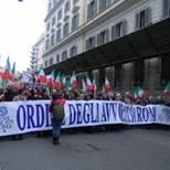 L'avv. Romolo Reboa in testa al corteo delle toghe contro il Governo Monti